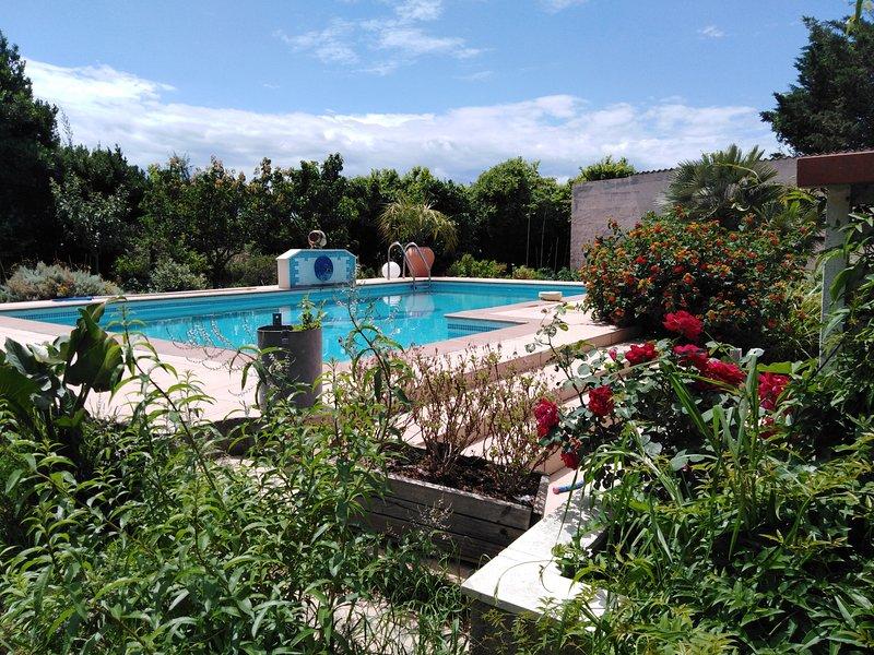 Chambre 'Fleur d'arôme', Bienvenue au 'Rayon vert', proche Perpignan et littoral, alquiler de vacaciones en Cabestany