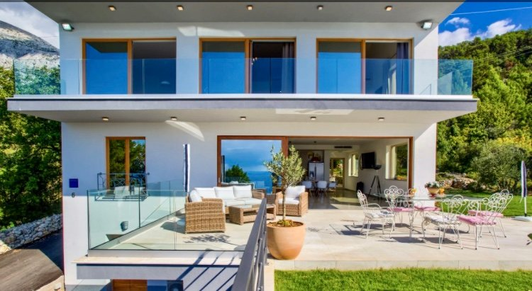 So many slide rocks show you that this holiday home is ideal for a perfect holidays.