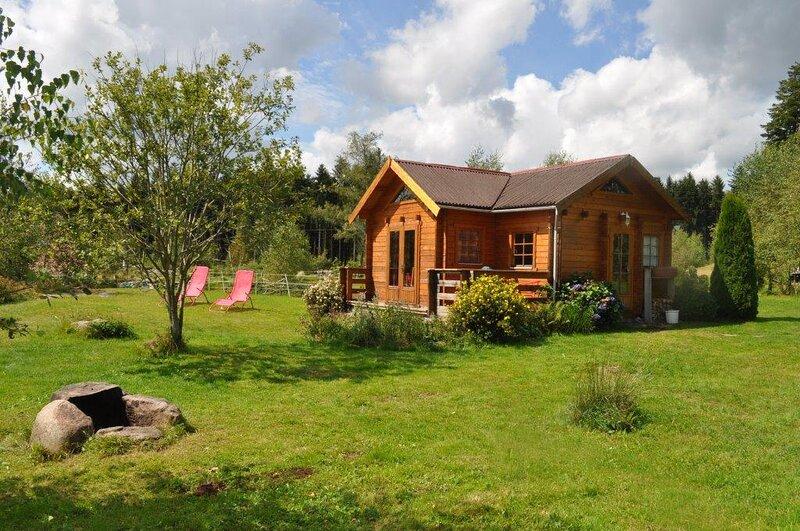 Chalet Mignon im Naturschutzgebiet mit Badesee in der 'Région des Milles Etangs', holiday rental in Ronchamp