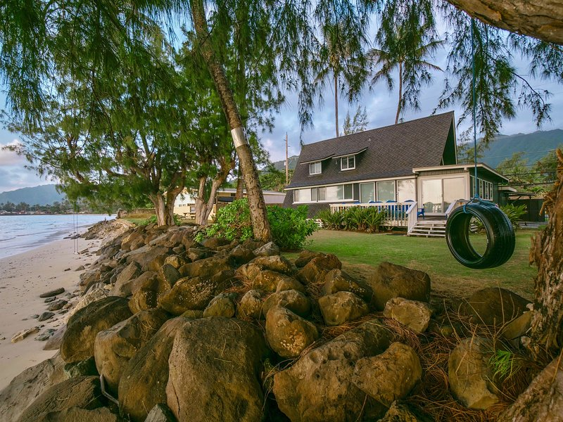 Magic North Shore Beach House 30 day rental PCC BYU, holiday rental in Punaluu