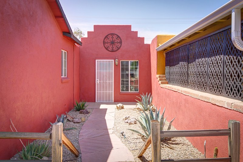 Quaint & Comfy Casita in Midtown Tucson, holiday rental in Tucson