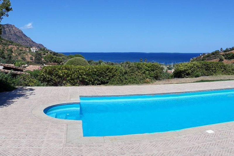 Villa avec piscine, 300 mètres de la mer nichée dans la nature – semesterbostad i Province of Ogliastra