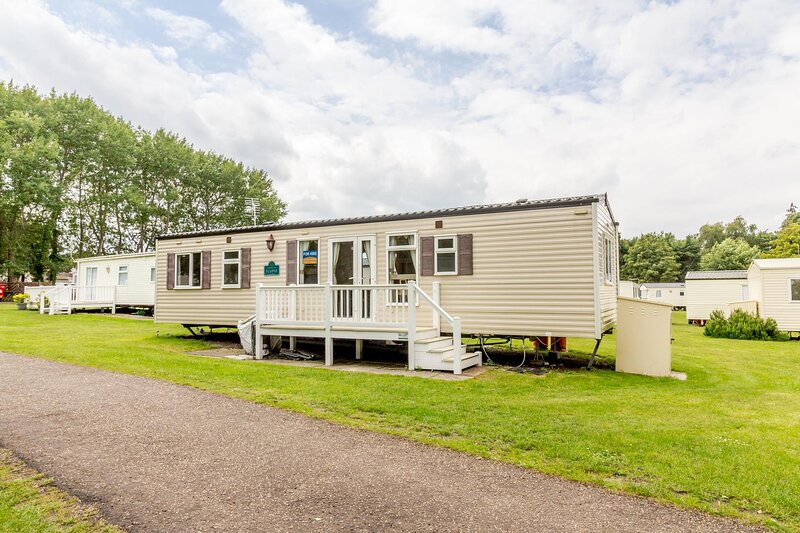Spacious 8 berth caravan for hire at Wild Duck Haven in Norfolk ref 11006BC, holiday rental in Haddiscoe