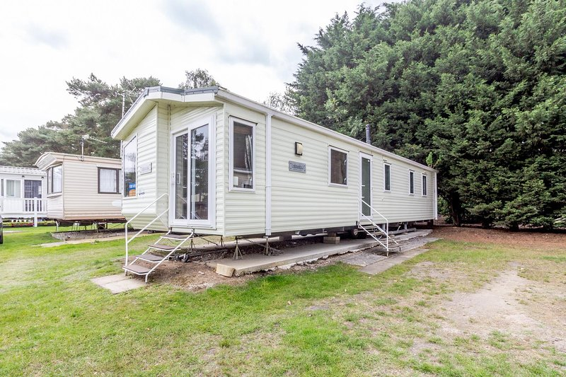 Great caravan for hire at Wild Duck Holiday Park in Norfolk ref 11143WC, holiday rental in Haddiscoe