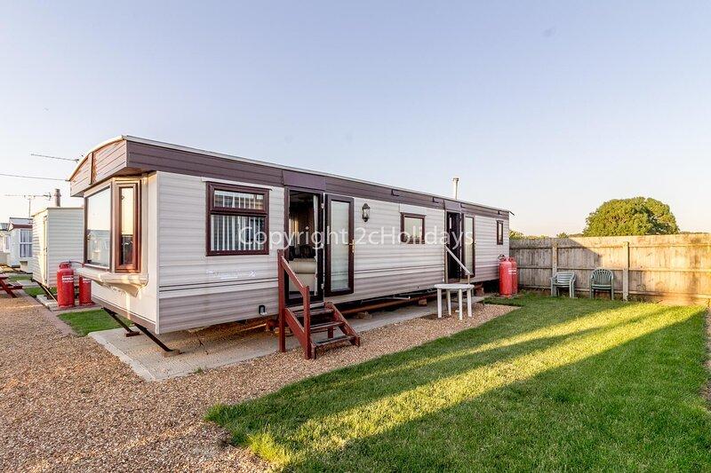 Dog friendly 6 berth static caravan by the beach in Hunstanton ref 13008L, holiday rental in Hunstanton