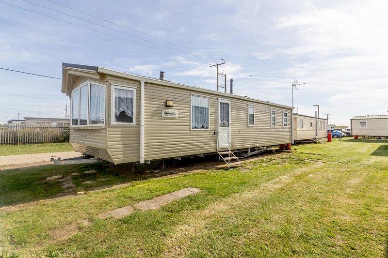 Large luxury 8 berth caravan  at Seawick holiday park in Essex ref 27489S, holiday rental in Clacton-on-Sea