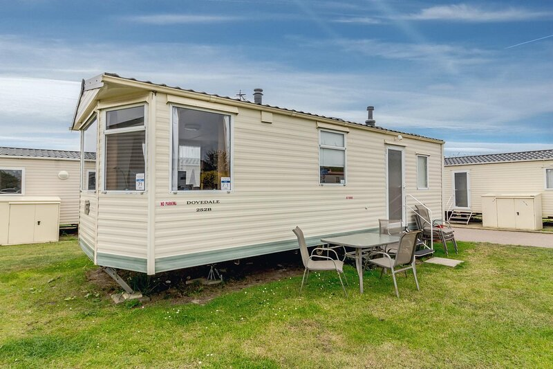 Great caravan for hire by the beach at California cliffs in Norfolk ref 50071E, vacation rental in California