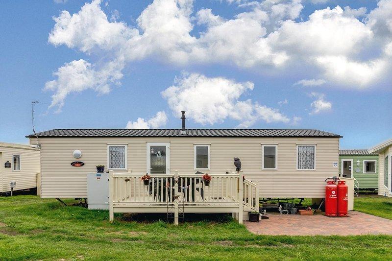 Great caravan sleeping 6! Ideal location for a seaside break. ref 50049E, alquiler de vacaciones en California