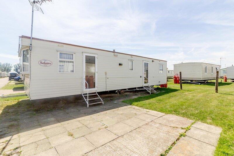 8 berth caravan at Martello Beach Holiday Park near Clacton-on-Sea ref 29113G, holiday rental in St Osyth