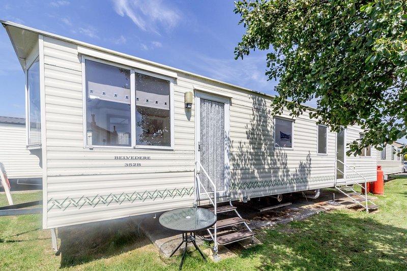 6 berth caravan for hire at Martello Beach close to site amenities ref 29047R, location de vacances à Little Clacton