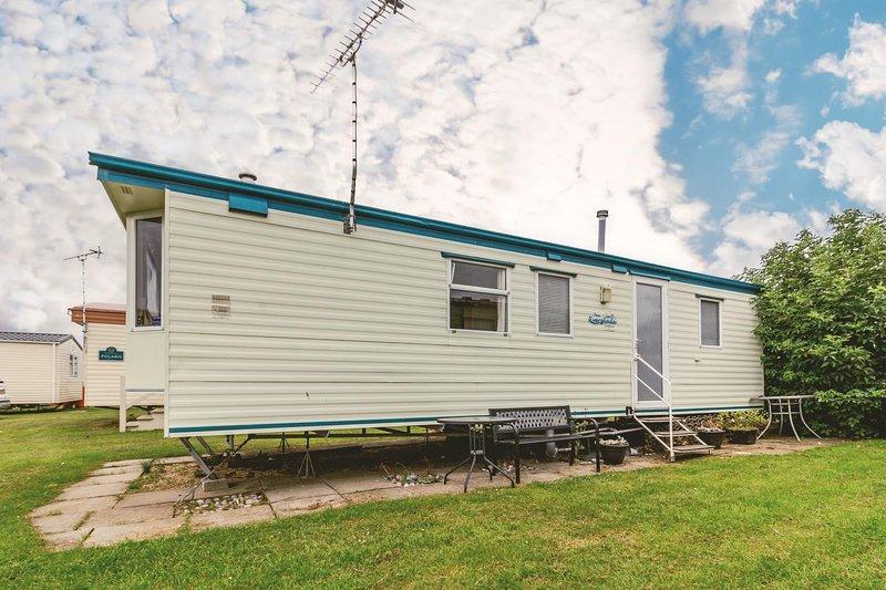 Superb 6 berth caravan at California Cliffs holiday park in Norfolk ref 50008G, vacation rental in California