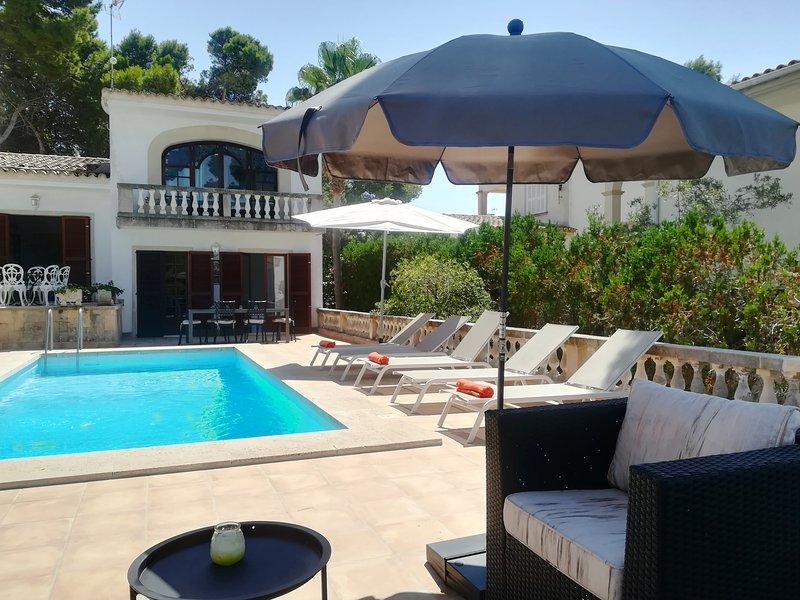 VILLA  PORTO, villa near the sea with pool., vacation rental in Cala Mandia