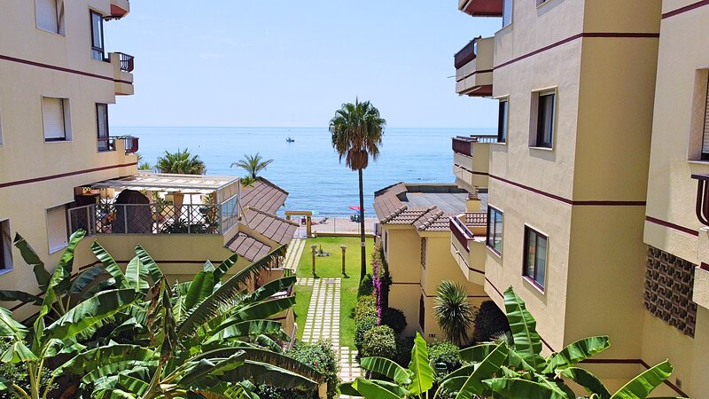 Boutique 1st Beach Line Apartment | Lubina del Sol | Wonderful Area | Sea View, vacation rental in Sitio de Calahonda