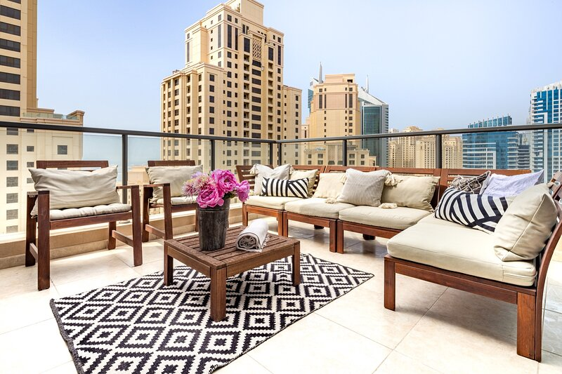 Amazing 2BR in Dubai Marina with Sea Views, holiday rental in Jebel Ali