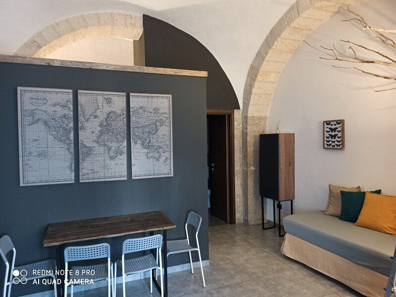AD home easy (piano terra), holiday rental in Trani