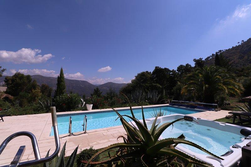 A 8km des portes de Nice, ' Villa la Palmeraie ' Vue, calme, piscine,, vacation rental in Colomars