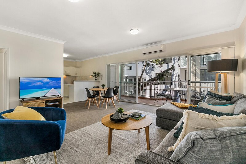 Large and Airy Unit in Quiet Riverside Suburb, holiday rental in Ipswich