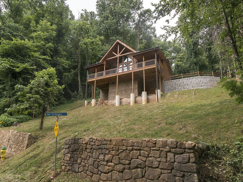 Robin's Nest... Minutes from downtown Gatlinburg!, vacation rental in Gatlinburg