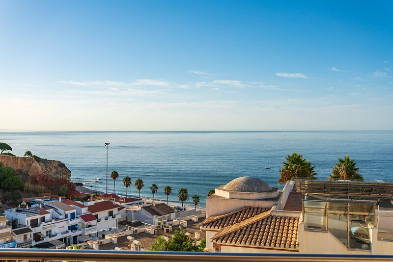 AT39 2 bed Penthouse Duplex Apartment superb sea views, vacation rental in Olhos de Agua