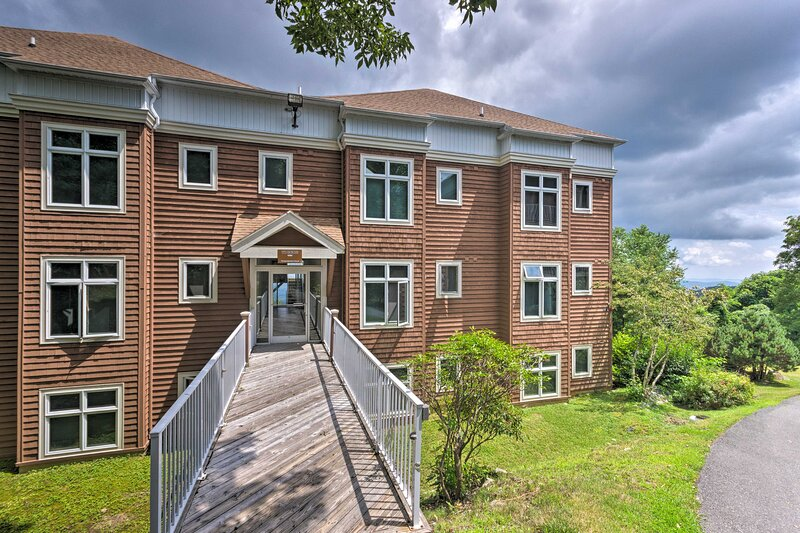 NEW! Art of Living Retreat Center Condo w/Mtn View, holiday rental in Boone