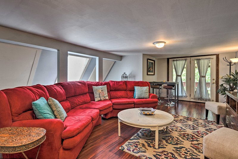 NEW! Riverfront Townsend Apt: 18Mi to Pigeon Forge, vacation rental in Townsend