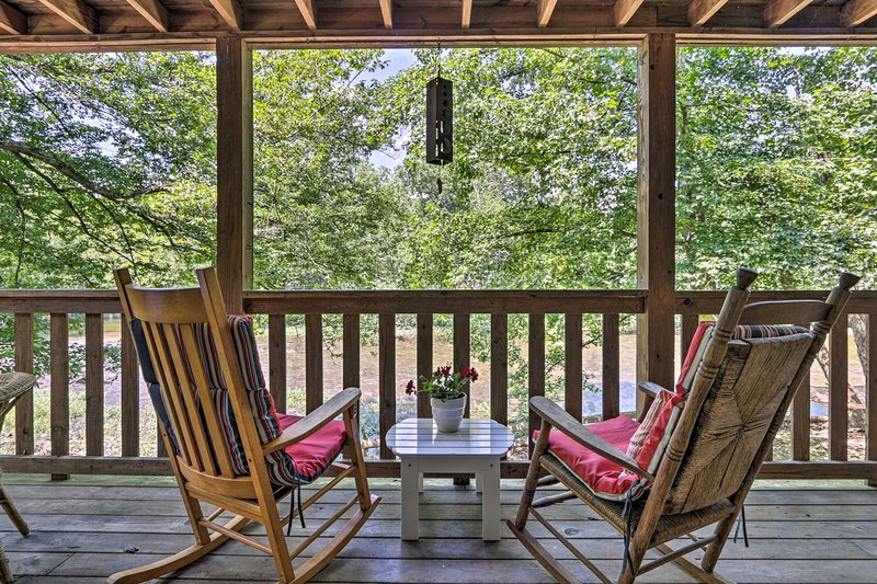 NEW! Townsend Escape on Little River: 3 Mi. to NP!, vacation rental in Townsend