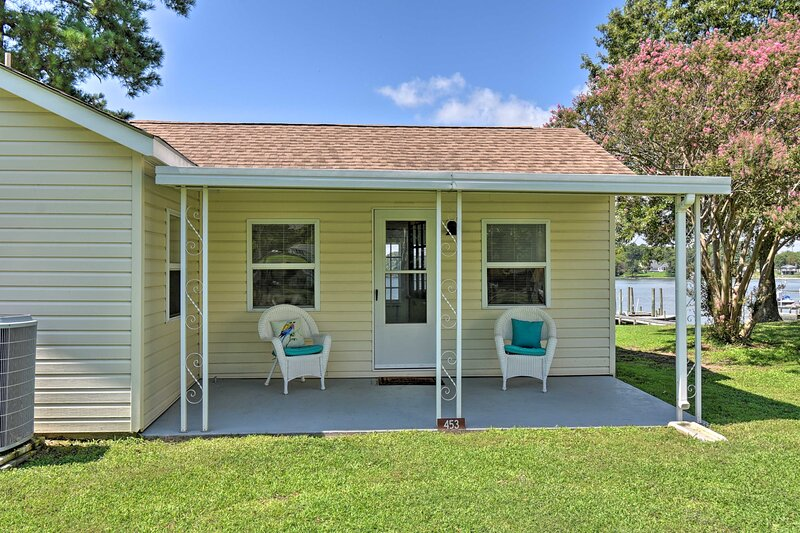 NEW! Romantic Waterfront Abode with Patio & Dock!, holiday rental in Wake