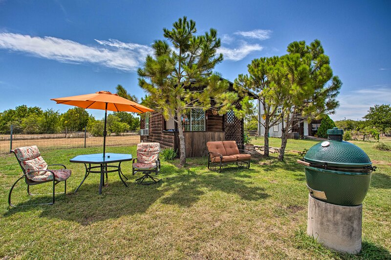 NEW! Peaceful Retreat 20 Mi to Downtown Fort Worth, vacation rental in Godley