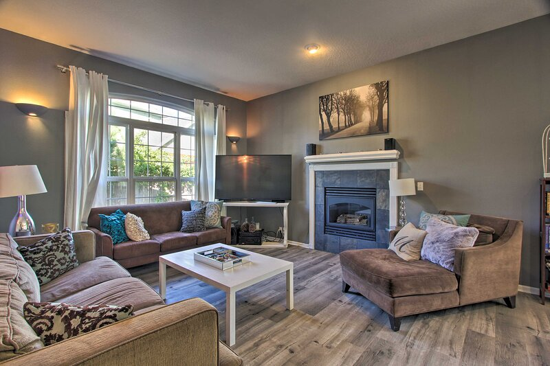 Pet-Friendly Home w/Grill, 2 Mi to Autzen Stadium!, vacation rental in Creswell