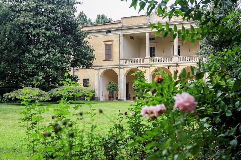 Villa Longo: fascino e tranquillità e....piscina, holiday rental in Torbole Casaglia