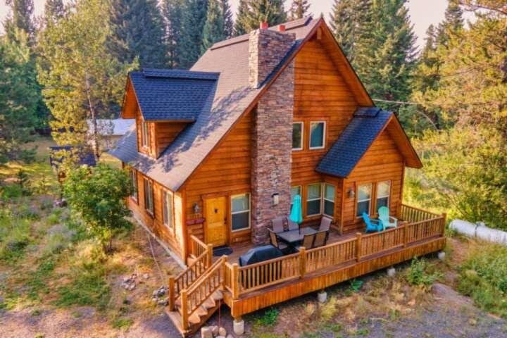 Tranquil Aspens- PET Friendly Mountain Getaway, 2 blocks from Payette Lake, 5 mi, holiday rental in Tamarack
