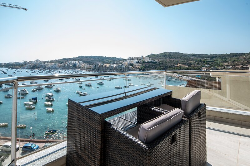 Modern 2 Bedroom Apartment with Stunning Sea Views, holiday rental in Xemxija