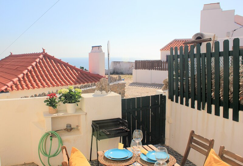 Lovely Oceanside Cottage with Patio, Part of Iconic Azenhas do Mar Village, holiday rental in Magoito