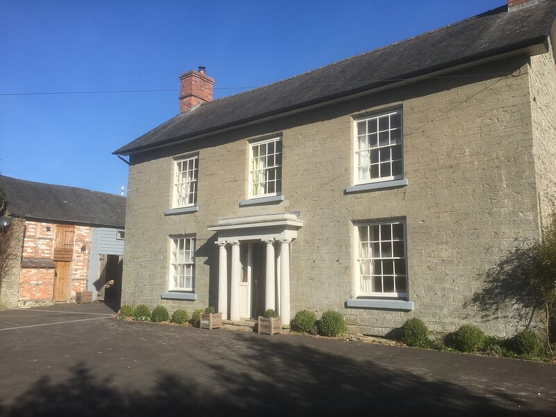 Spacious listed farmhouse ideal for families., holiday rental in Dulas