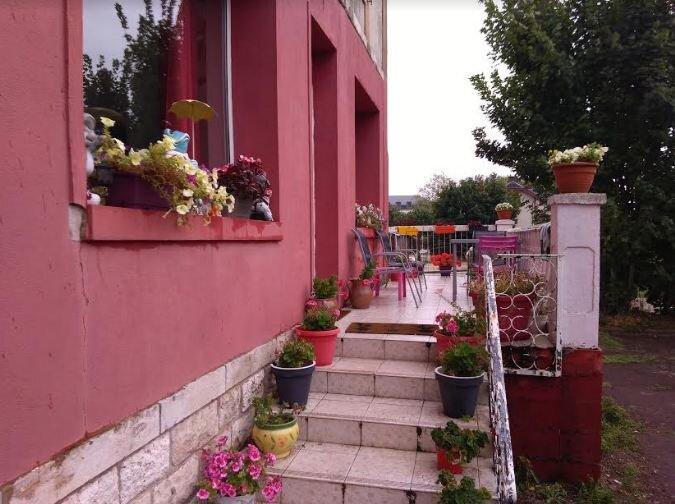Beautiful house with garden & Wifi, casa vacanza a Cloyes-sur-le-Loir