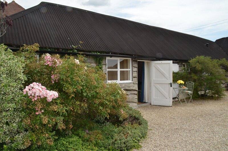 Yew Tree Granary, holiday rental in Fittleworth