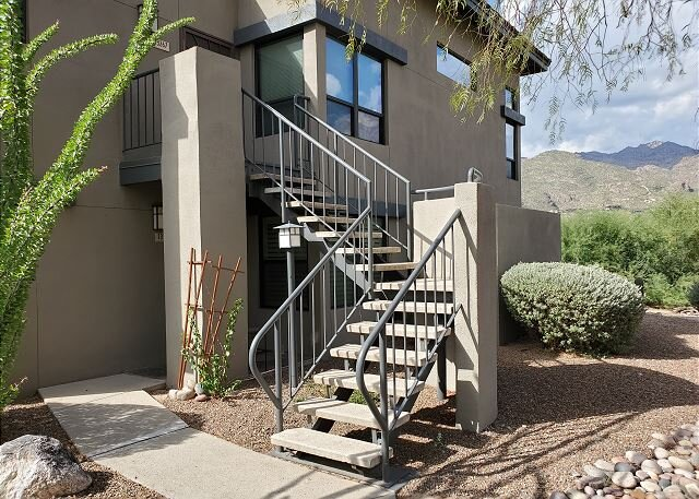 Stunning - INSIDE AND OUT!!!!   Beautiful Inside and Views of the Catalinas!, holiday rental in Tucson