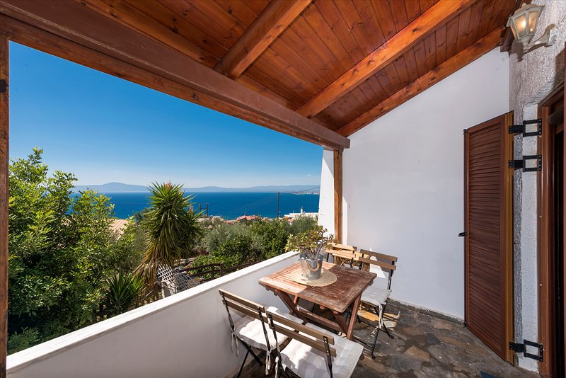 Seaside Heaven - Sunset views close to the beach, vacation rental in Mikri Mantineia