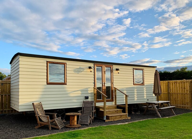 Lindisfarne Lookout - views over Northumbrian Coast and Holy Island, holiday rental in Belford