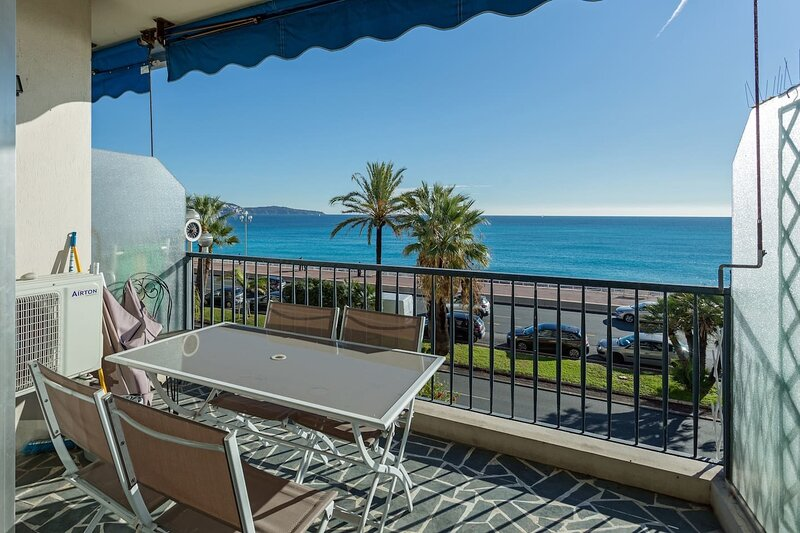 Fabulous 2-Bed Apartment on The Promenade in Nice, holiday rental in St-Laurent du Var