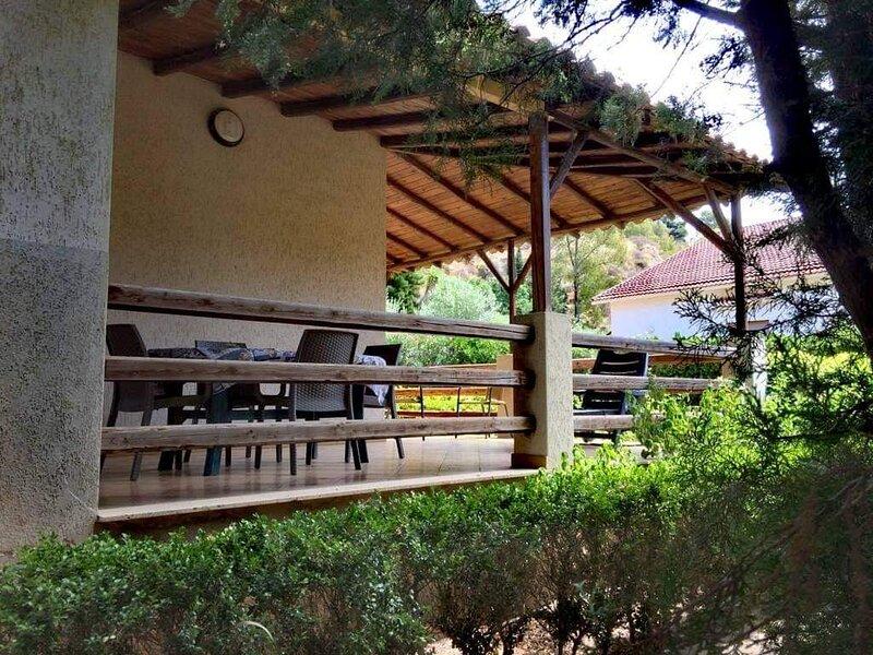 Villetta bifamiliare con giardino a 150 mt. dal mare, holiday rental in Eraclea Minoa