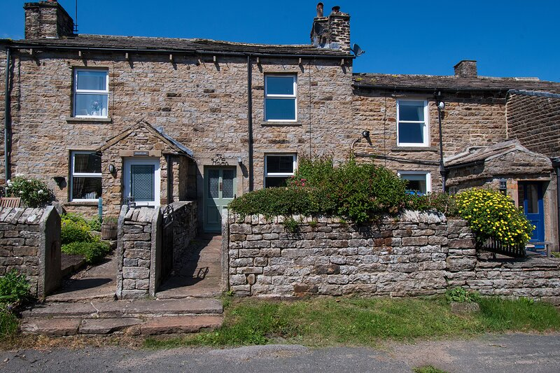 The Haven, charming terraced cottage in Gunnerside, sleeps 4, dogs welcome, holiday rental in Arkengarthdale