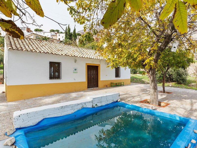 Spacious house with swimming-pool, vacation rental in Torres