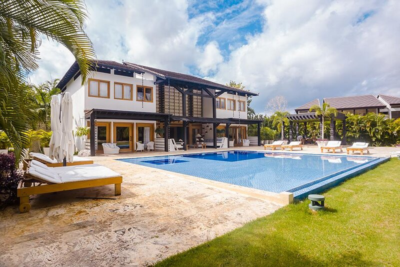 Luxurious Family Villa with Private Pool, holiday rental in La Romana