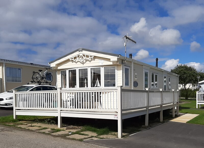 Holiday Home with enclosed veranda - Reighton Sands Holiday Park (Haven), vacation rental in Buckton