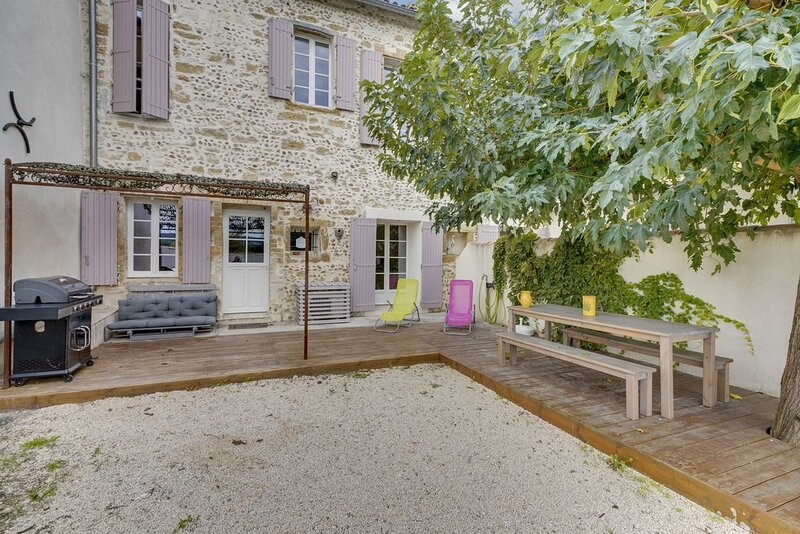 Amazing house with garden & terrace, holiday rental in Saint Saturnin les Avignon
