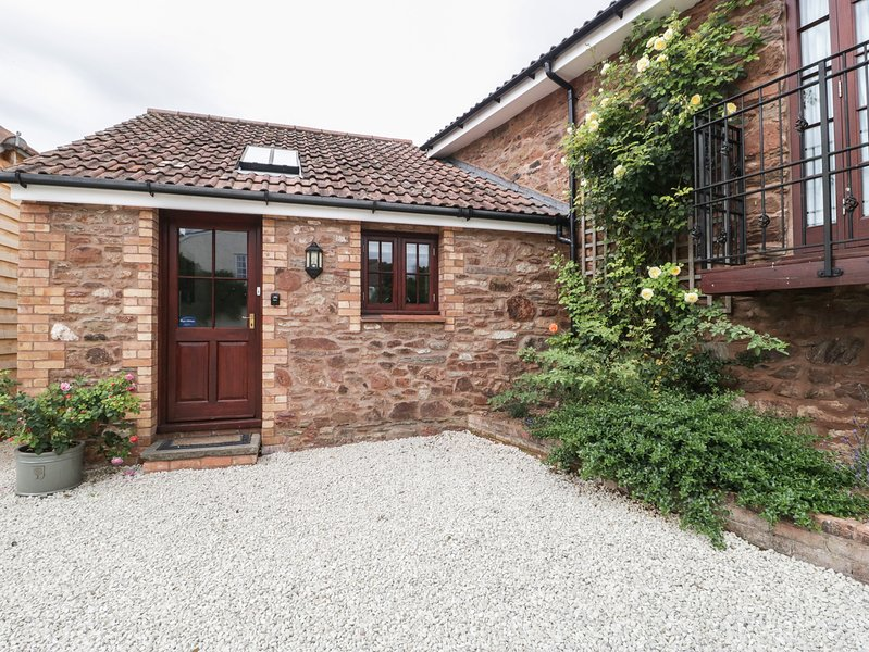 LITTLE FULFORD BARN, beautiful converted barn in quiet Somerset village. In, holiday rental in West Bagborough