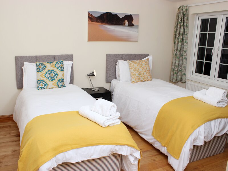 Oxford home ideal for a larger group, vacation rental in Littlemore