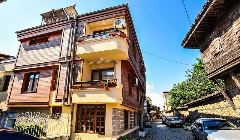 Gorgeous Suite In The Heart Of Old Town, holiday rental in Sozopol