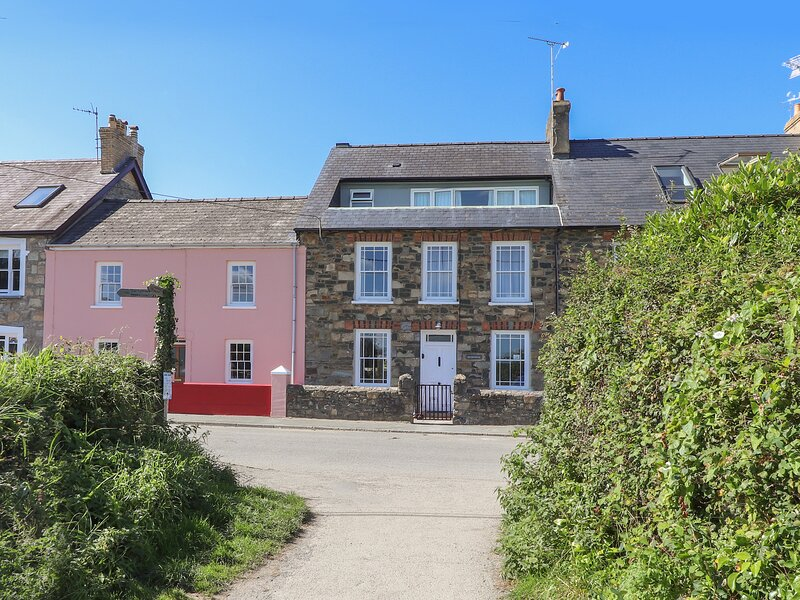 NEVERNDALE, 4 bedroom, Pembrokeshire, holiday rental in Newport
